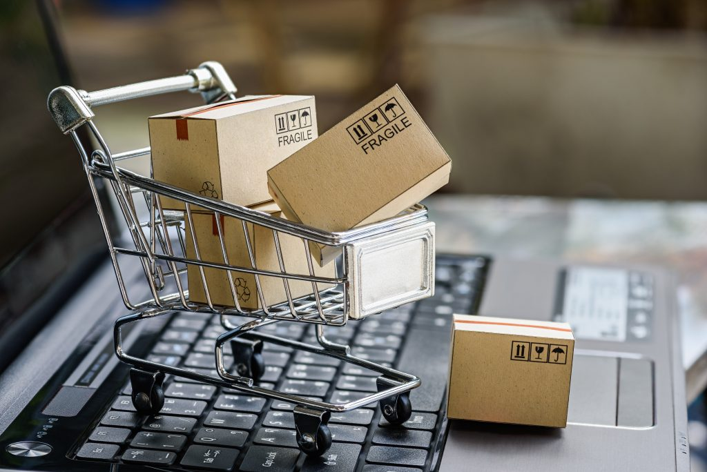 パソコンと買い物カゴ